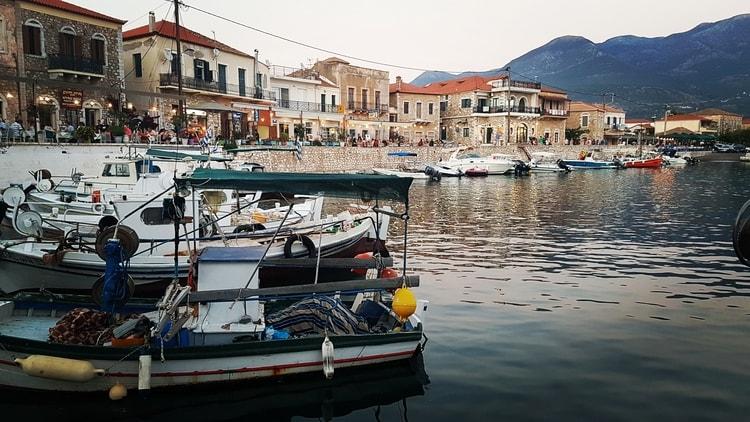 טברנות ביוון - אגיוס ניקולאוס - בלוג הטיולים של כנרת צור - יוון למשפחות - מאני - הפלופונז