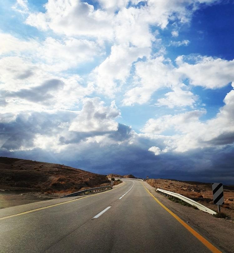 הכביש למצפה רמון- כנרת מטיילת - מכתש רמון מסלולי טיול עם ילדים